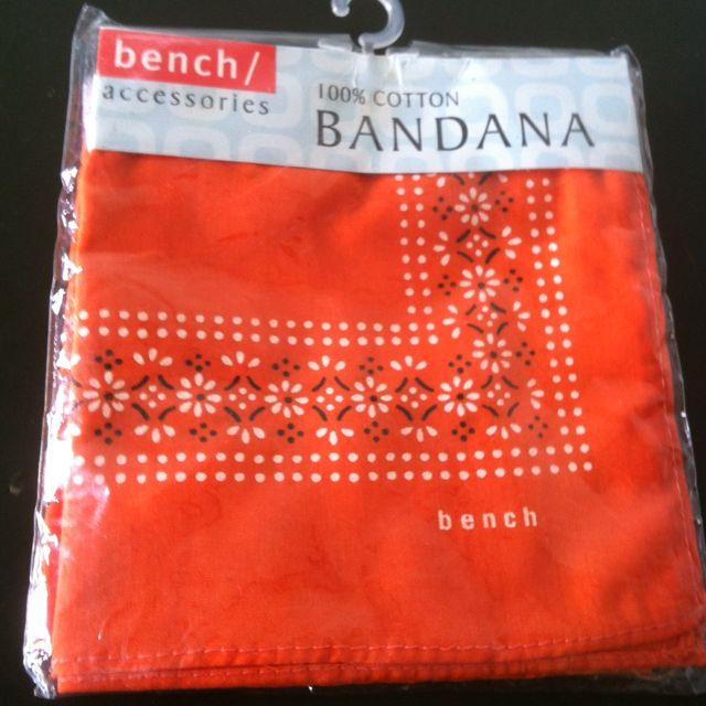 Bench 幾何圖騰方巾(4色)
