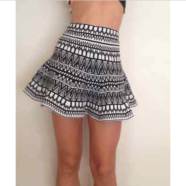 BNWT ally black and white skirt size S/M 6-8