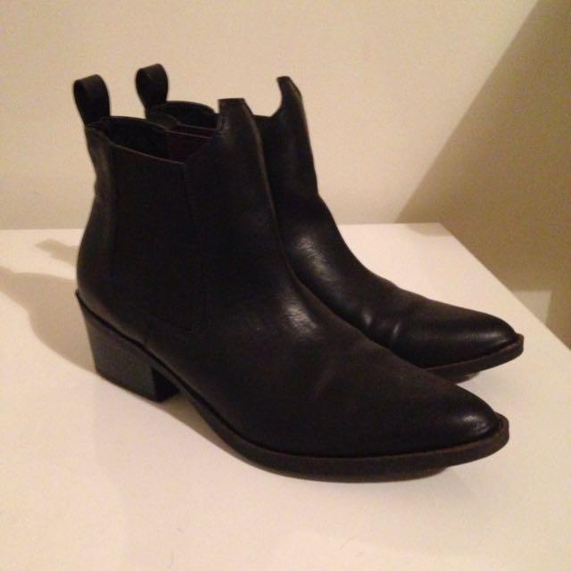 Lipstik Trator boots- Size 10