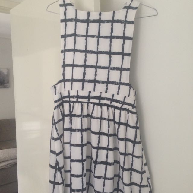 Paper Scissors BNWT Dress Black And White Size 8