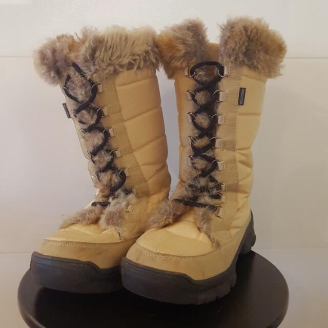 Snow Boots Size 7/8