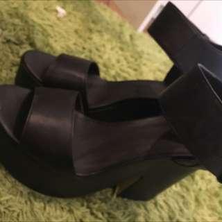 Dotti Heels Size 10