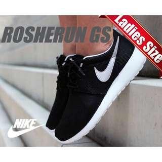 Nike Roshe Run 網面透氣慢跑鞋 黑白款