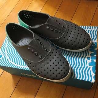 native灰色洞洞鞋