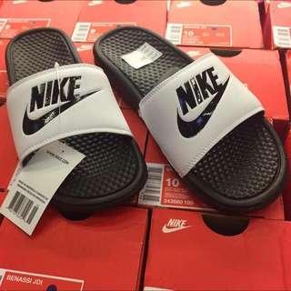 Nike 有字 拖鞋 黑白 配色 7-11 碼齊 保證正品 台中ㄧ中可面交