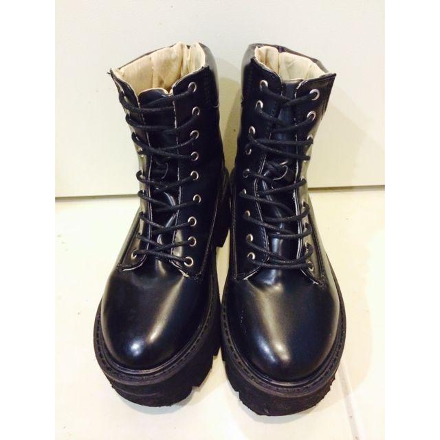 黑色厚底靴