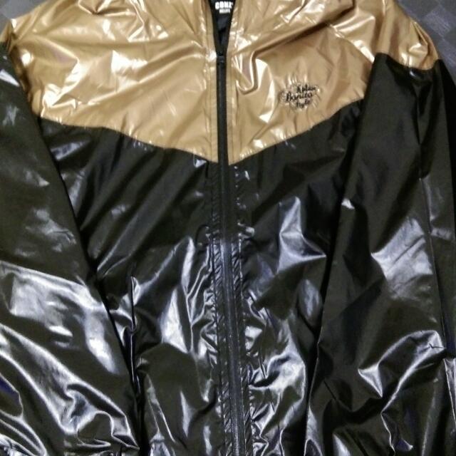 適合夏天騎車防曬的風衣外套,全新黑金色未穿過,喜歡可直接帶走!