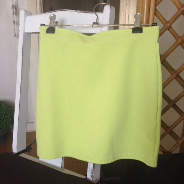 Chicabootie Skirt Size 8