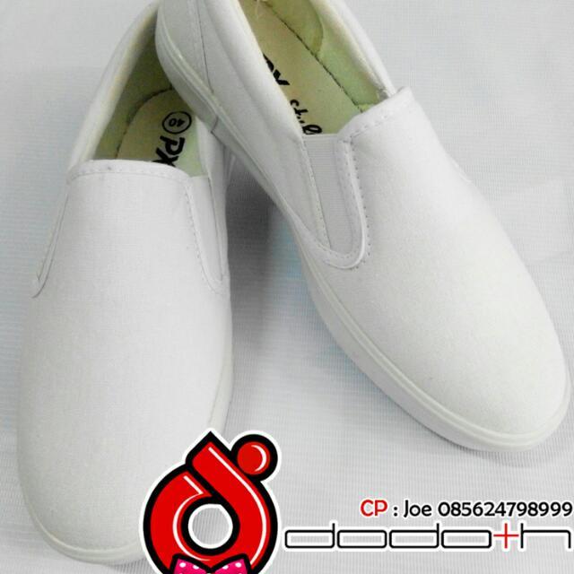 Sepatu Slip On Kanvas Putih Polos Tipe 179 Merk Px Style, Olshop Fashion, Olshop Pria on Carousell