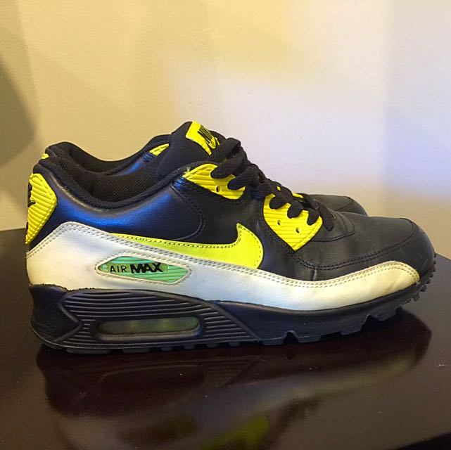 Woman's Nike Air Shoes