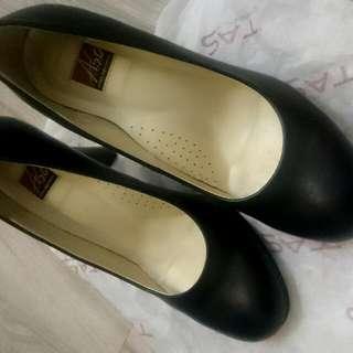 A.SO真皮黑色優雅高跟鞋(約7cm)
