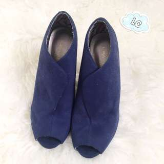 Christian For Payless Size 38