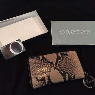 Python skin pattern original Oroton Ladies Wallet, colors black and beige.