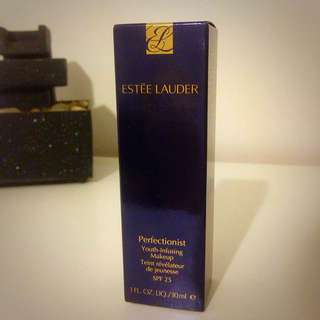 Estée Lauder Perfectionist Youth-Infusing Foundation
