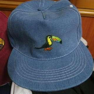 單寧藍色鳥圖案帽