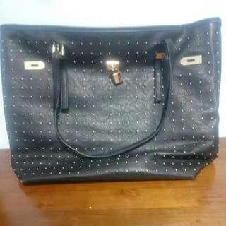 黑色造型包包