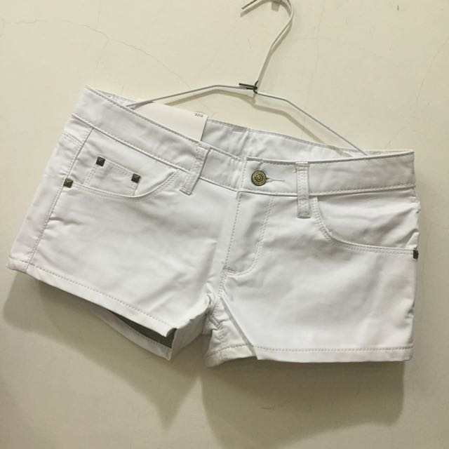 保留-白色短皮褲