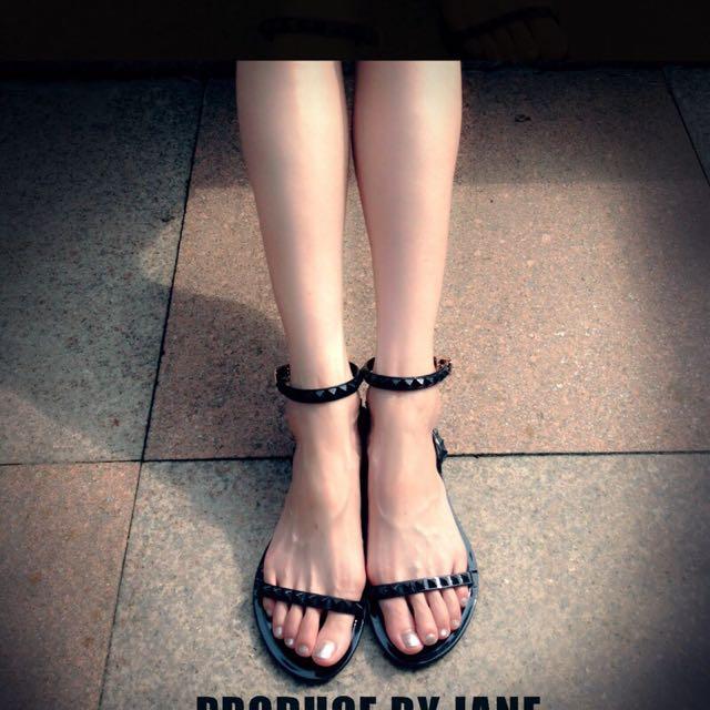 羅馬露趾平底涼鞋