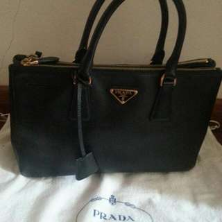 Prada Black Saffiano-Good condition.  Reduce price for quick sale.  Comes with Receipt and Authenticity Card