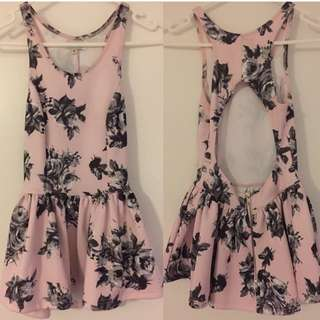 Floral Open Back Top / Size 6