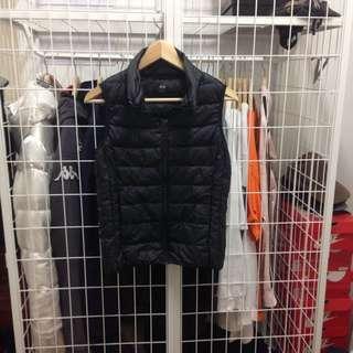 uniqlo puffer vest (s/xs)