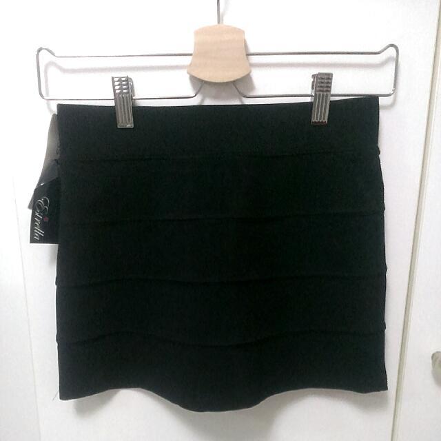 平口黑色窄短裙
