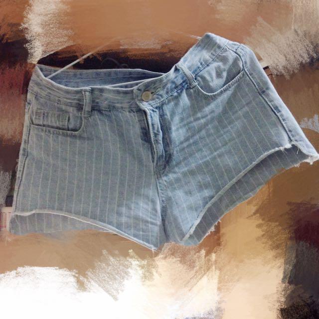 含運❗️前短後長 淺藍 毛邊 牛仔短褲