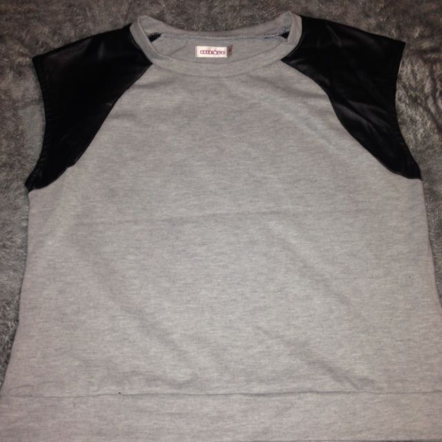 Cropped T-shirt Size 8 AUS