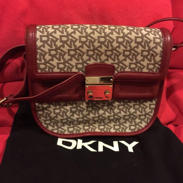 (Reduce) DKNY Handbag