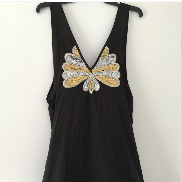 Lose Fitting Black Dress With Sequins