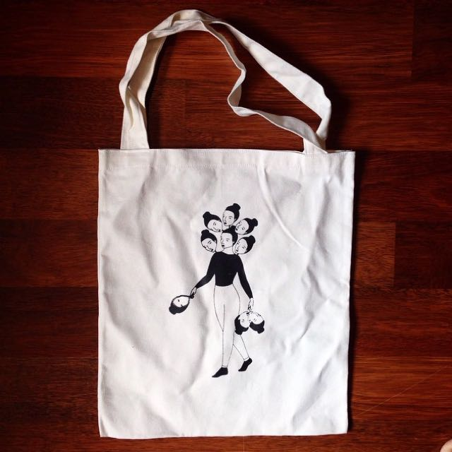 Totebag: nine faced lady