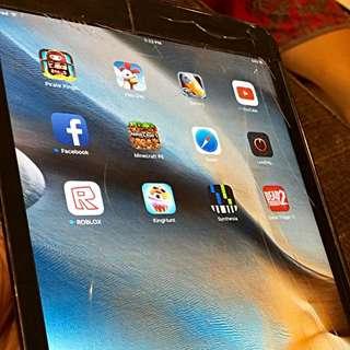 iPad Mini 1 Wifi 16GB - Cracked Screen