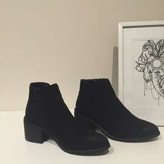 Glassons Ankle Boots. Size 9.