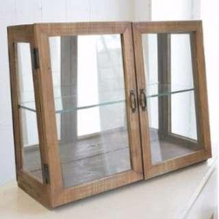 老件有木香味之展示小櫃