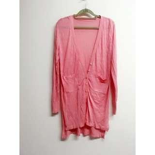 淡粉色薄針織外套