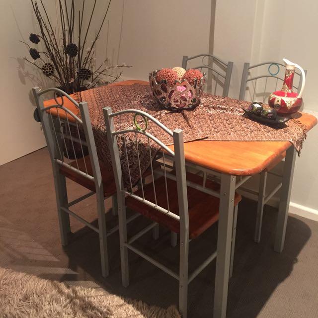 Dainning Table