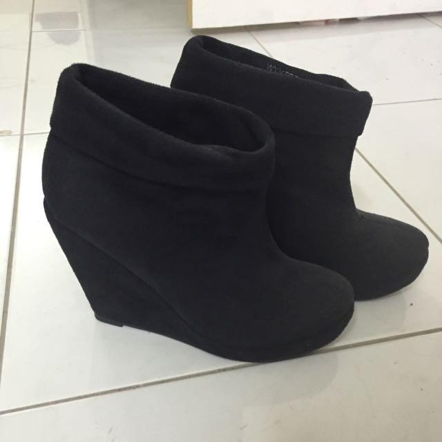 Novo Boots Size 6