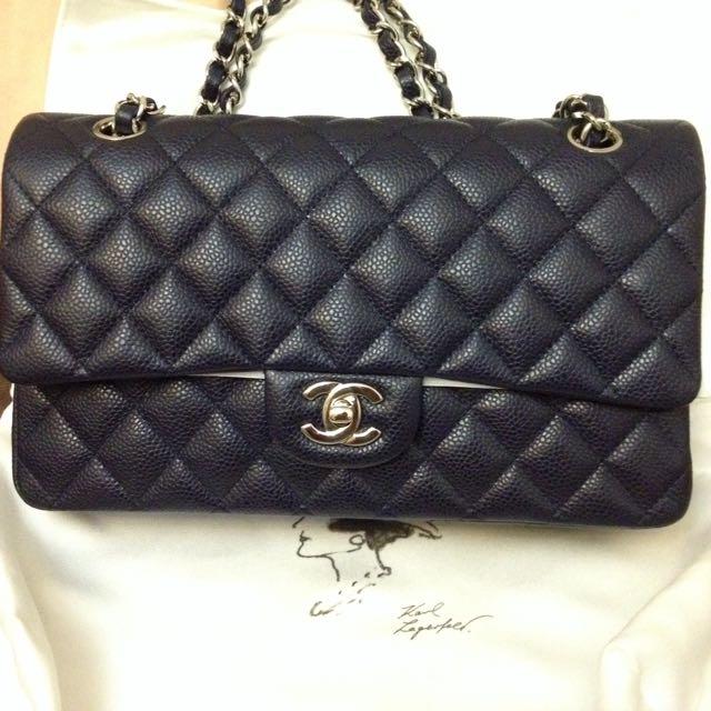 77bb0aefa31b Preloved Chanel Classic Medium Flap, Luxury on Carousell