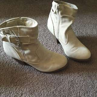 Ladies Boots, Size 8
