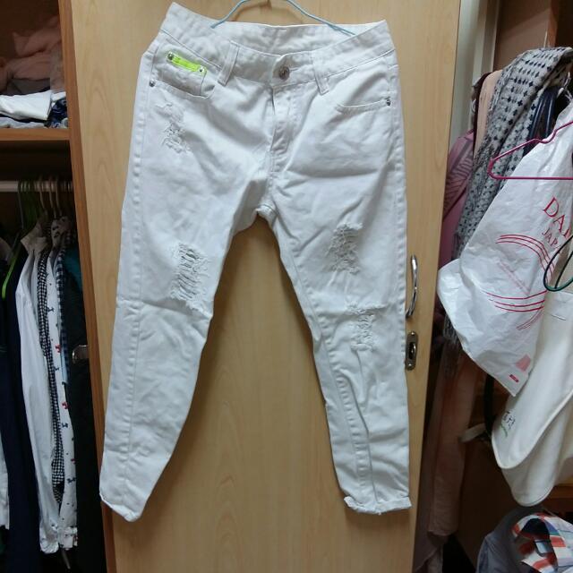 白色 刷破牛仔褲