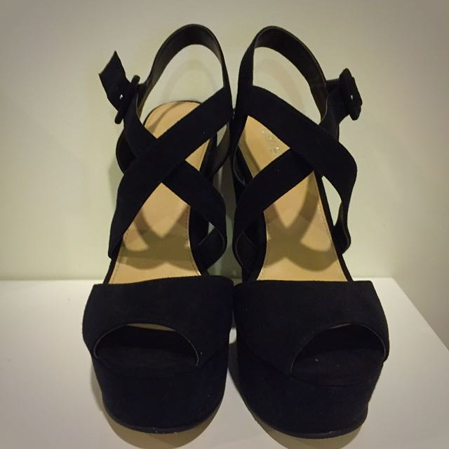 Betts Black Wedges - Ladies size 7