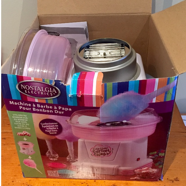 GENTLY USED COTTON CANDY MAKER! GREAT FOR PARTIES - INCLUDES 3 FLAVOURS TO MAKE AND MIX!