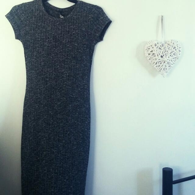 Knee Length Knitted Dress. Size 10-12