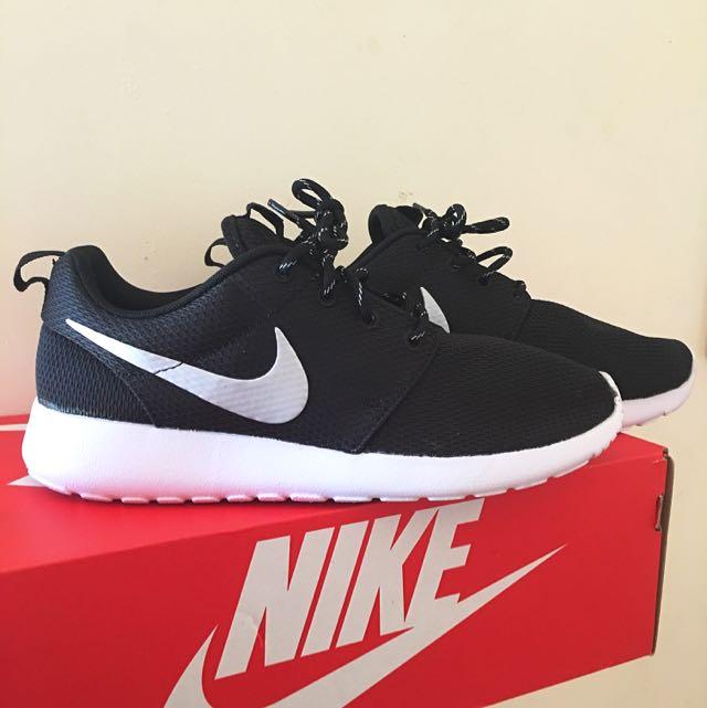 WMNS Nike Roshe One
