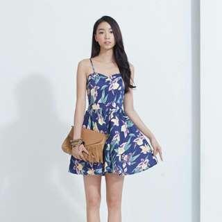 KODZ 背鏤空花朵印花細肩帶洋裝 藍色 M號