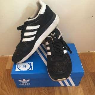 Adidas Sneakers US7