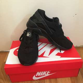 Triple Black Huaraches Size 7