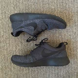 Nike Roshe Run AU8 Anthracite/Black-Anthracite-Volt