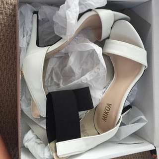 White And Black Shoes Size 7