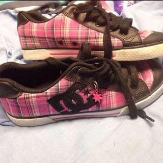 DC Shoes Size 6-7